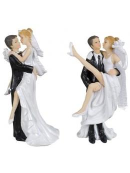 Couple de mariés enlacé