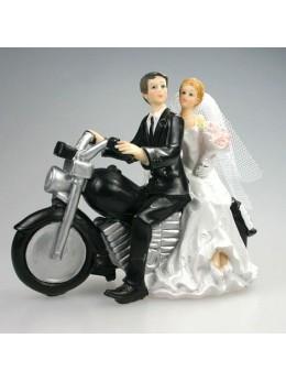 Couple de mariés à moto