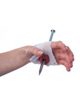 Bandage avec clou dans la main